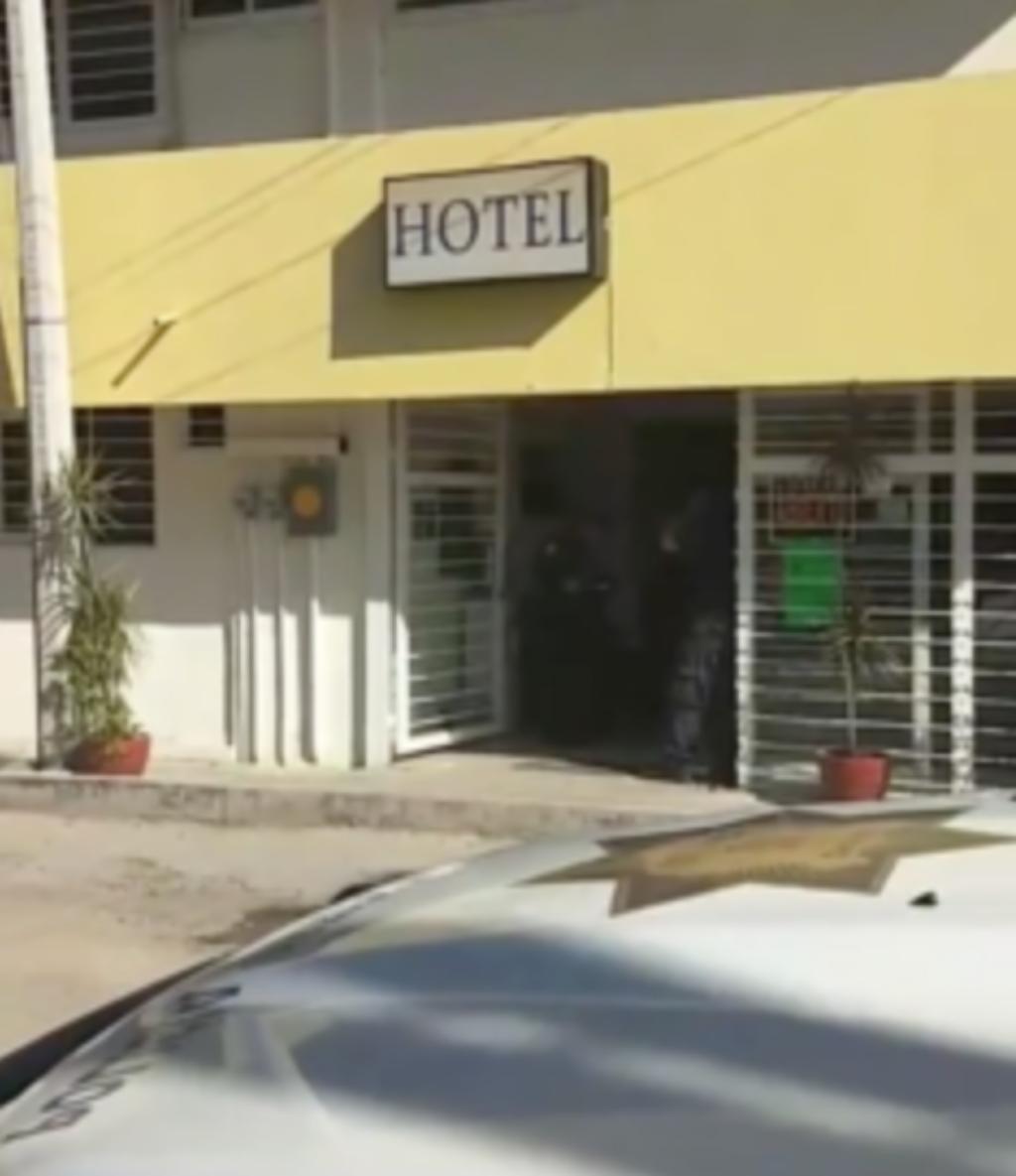 cerca acompañante del hotel mamada